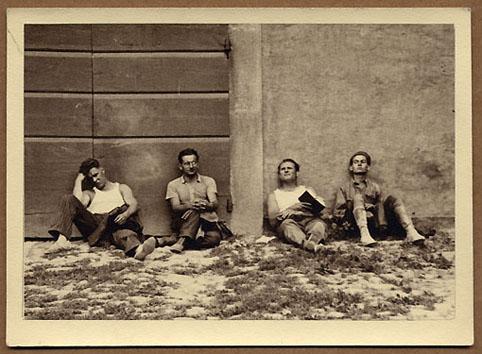 Orvieto, quatre personnages anonymes
